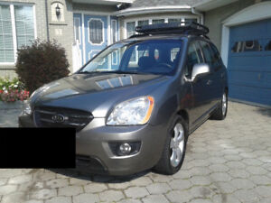 2009 Kia Rondo EX *clean, safetied, no accidents, low kms