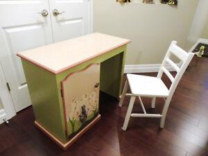 100% Solid Wood Cute Kids Bedroom /Playroom Desk & Chair
