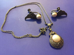 Vintage Danecraft necklace and earrings set. 1930's