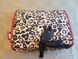 *** new unique LEOPARD TOILETRY BAG ***