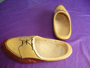 ANTIQUE HAND-CARVED & HAND-PAINTED DUTCH WOODEN SHOES Kingston Kingston Area image 4