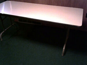 FOLDING TABLE 72 INCHES X 30 INCHES