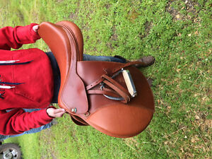"""Beautiful 18"""" HDR Close Contact Saddle For Sale"""