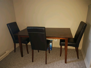 Table w 3 chairs