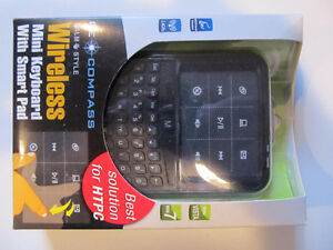Mini wireless keyboard with mouse pad Cambridge Kitchener Area image 1