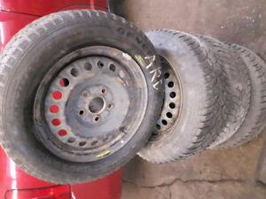 4 roues 15 pouces Civic et mazda 3