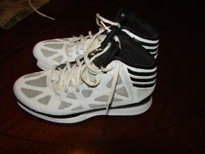 "Adidas ""Sprint"" Basketball Shoes, size 7.5 men's -"