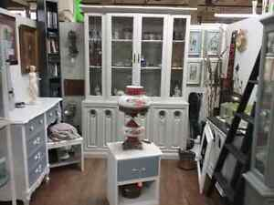Shop Canada's largest antique mall 600 booths to explore  Kitchener / Waterloo Kitchener Area image 1