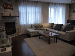 Fully furnished condo 2 bed 1 bath 1 garage 1650$/month