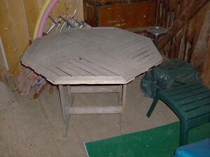 table extérieur en bois