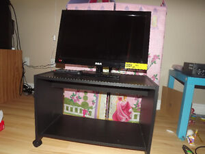 32 in TV/DVD player combo with stand