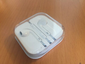 Apple Earbuds (Wired, w/ Volume Control & Original Package)