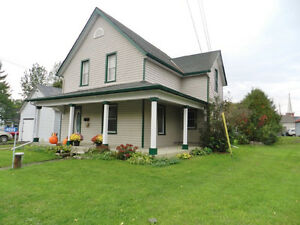 Spacious Home 10 Minutes North Of Kingston !