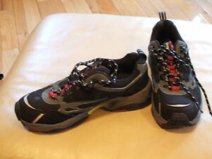 Ladie's shoes,sandals,like new,sz 10,skates,boots,runners $15 Sarnia Sarnia Area image 3