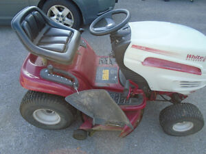 42 inch white outdoors lawn tractor, great cond Cornwall Ontario image 4