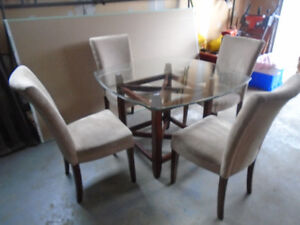 GORGEOUS DINING TABLE & 4 CHAIRS