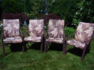 4 Metal Lawn Chairs with Cushions