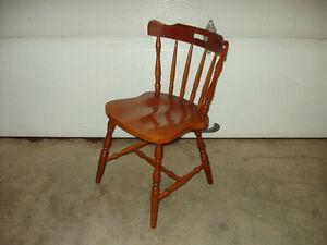 4 chaises en érable a vendre