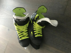 Skates - Used 10 times public skating only size 3 grafs