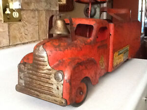 *VERY RARE* 1940S MARX RIDE ON FIRE TRUCK WITH BELL London Ontario image 2