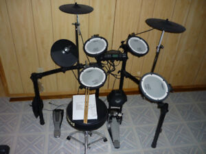 Roland TD-4 Electronic Drum Kit Barely Used $1000.00