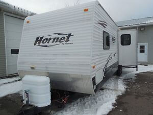 2008 Keystone Hornet 30BHDS 2-BdRM with 2 slides