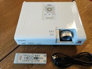 Projecteur SHARP PG-D3050w 3000 lumens *très lumineux* 720p