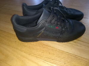 Yeezy Powerphase Black Sneakers (seize 9 us)