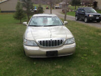 2005 Lincoln Town Car Limited Sedan Signature Series