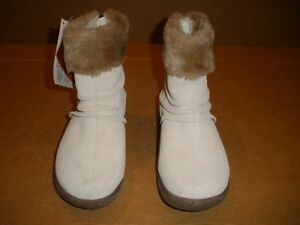 NEW!!!  WANDERLUST Winter White Suede Boots  size 6.5