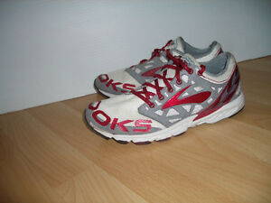 """""""""""BROOKS """""""" near NEW runners/ sneakers ---- size 5 - 5.5 US"""