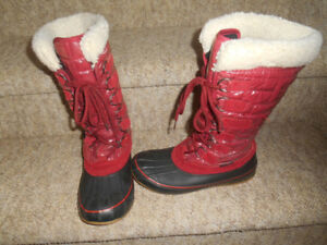 Ladies size 6 boots.  Bogs etc...