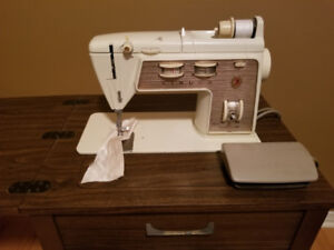 Vintage 60s Retro Singer Sewing Machine with Wooden Stand