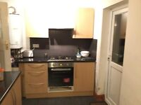Double room available for Non Smoker in Hayes near Heathrow. RENT £450 pm