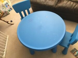 Toddler Table and 2 Chairs children babbies