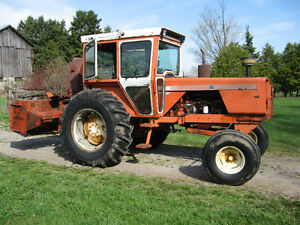 Allis-Chalmers 185 Tractor