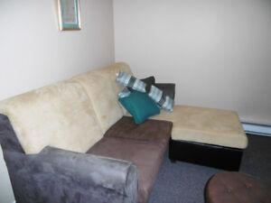 beau divan lit très propre comme neuf