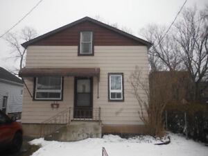 House near Seaway mall in Welland for rent