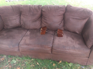 Free couch 1628 Ford