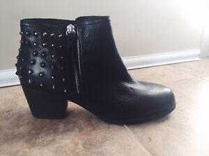 ALDO STUDDED LEATHER BOOTIE SIZE 8 !!!!BRAND NEW NEVER WORN!!!!