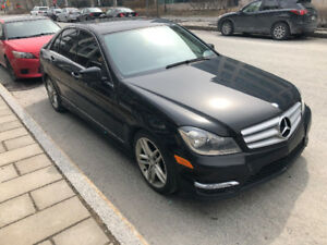 LOW PRICE / 1 TAX MINT 2013 MERCEDES C300 BLACK ON BLACK EXTRAS