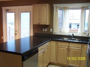 Exceptional 3br Main Floor SW close to MRU