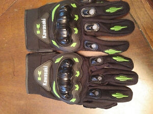 BRAND NEW NEVER USED KAWASAKI MOTORCYCLE GLOVES SIZE M