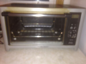 "Convection oven/Toaster Oven - Can handle a 12"" .... pizza"