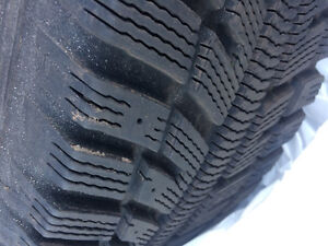 Excellent (95% tread) set of 4 winter tires WITH rims. 195/65R15