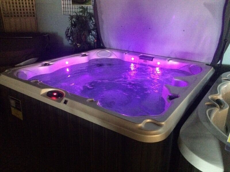 NEW Jacuzzi Special Edition 7 person Hot Tub - Best Value ...