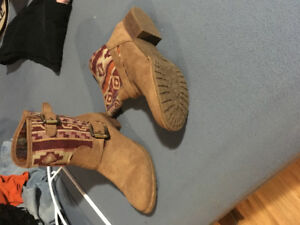 Boots worn once- size 9