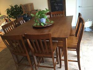 Table à manger haute en bois - 8 chaises