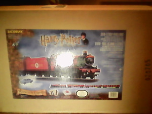 Harry potter train set comes with blue car