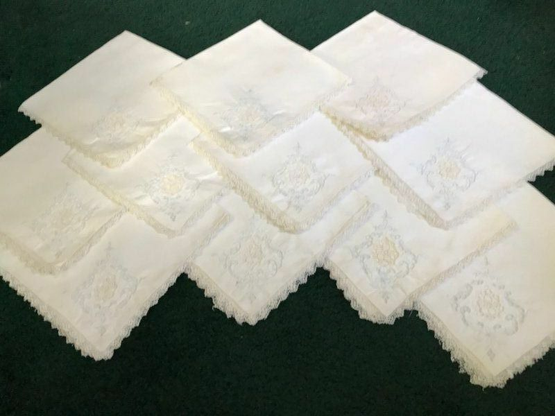 10 AnTiQuE European EMBROIDERED CUTWORK & VALENCIENNES LACE Linen DINNER NAPKINS